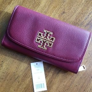 Almost new Tory Burch Envelope Continental Wallet